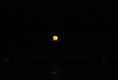 Full Moon on 31 January (taken in Morehead City, NC) at 18:14:52 ISO 100 f/8.0 1/250s