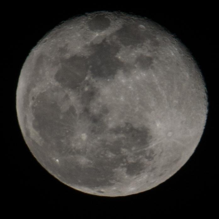 February 1st - Full moon 99% down - taken at 18:17:36 ISO 200 f/11 1/100s