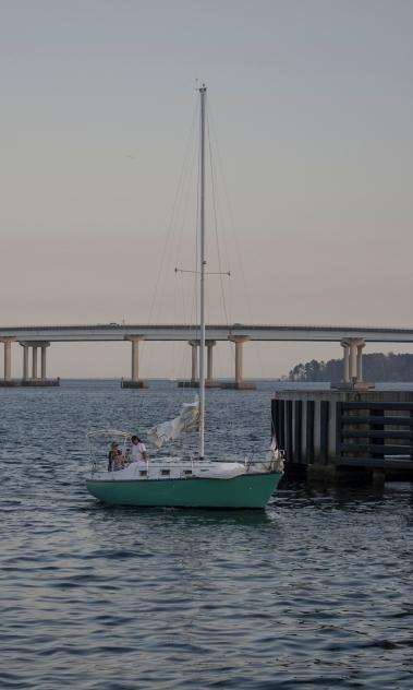 Sailboat goes thru drawl bridge at 17:30:44 ISO 125 f/4.5 1/60s