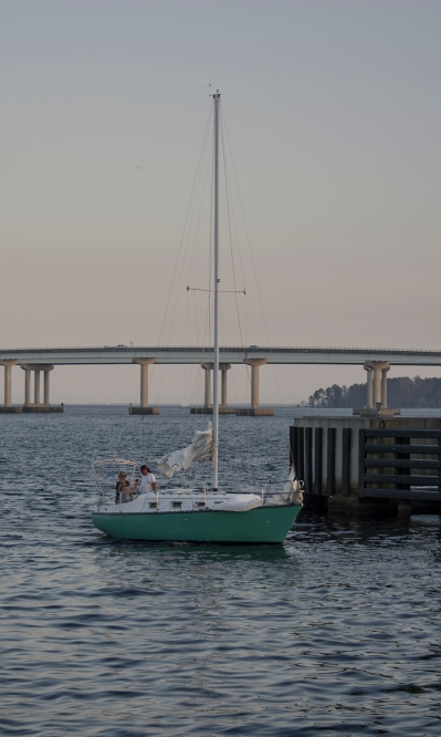 Sailboat goes thru drawl bridge at 17:30:44 ISO 125 f/4.5 1/60s