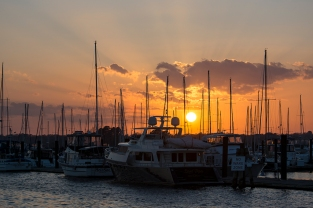 Sunset New Bern on 24th at 17:46:41 ISO 100 f/6.3 1/160s