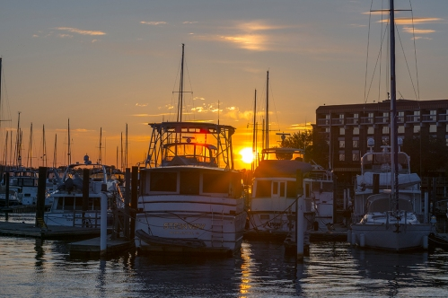 Sunset on 22 March at the New Bern Grand Marina at 19:12:21 ISO 100 f/6.3 1/100s