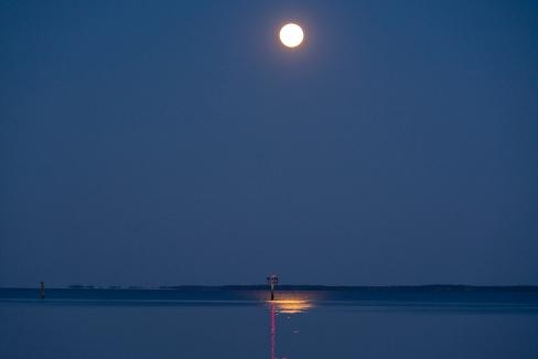 Moon Rise at 20:07:21 Full Moon 100% ISO 500 f/4.8 1/6