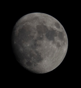 Moonrise on 21 Oct at 18:35:40 Shutter Speed: 1/100 Aperture: f/10 ISO: 100