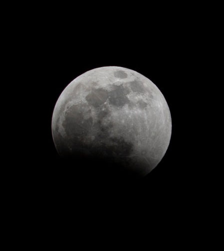 Lunar Eclipse at 22:44:07 Shutter Speed: 1/200 Aperture: f/11 ISO: 200 300mm