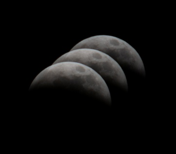 Lunar Eclipse at 23:14:39 Shutter Speed: 1/200 Aperture: f/8 ISO: 200 300mm