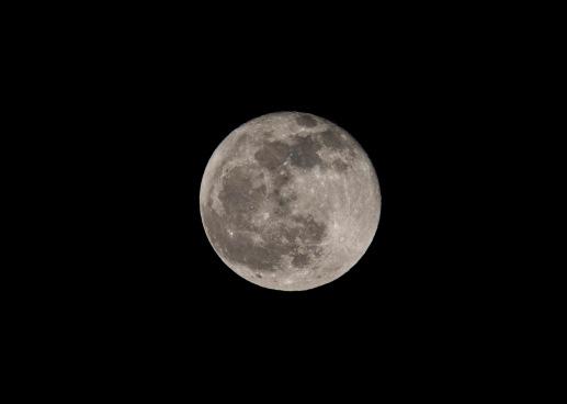 Full Moon on 12 December taken at 18:45 --- Shutter Speed: 1/400 Aperture: f/11 ISO: 400 300mm