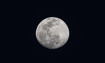 Moon 93% Full Taken on: 7 March 2020 at 18:19 Shutter Speed: 1/100 Aperture: f/8 ISO: 62 Focal Length: 300 Nikon D7500 - Nikon DX AF-S NIkkor 55-300mm | 4.5-5.6 G