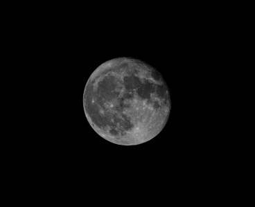 Taken at 22:13 from the driveway Shutter Speed: 1/200 Aperture: f/8 ISO: 200 Focal Length: 280mm
