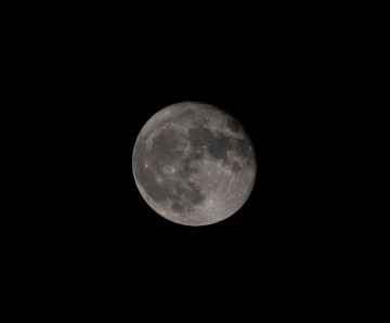 Taken at 22:17 from the driveway Shutter Speed: 1/200 Aperture: f/8 ISO: 200 Focal Length: 280mm