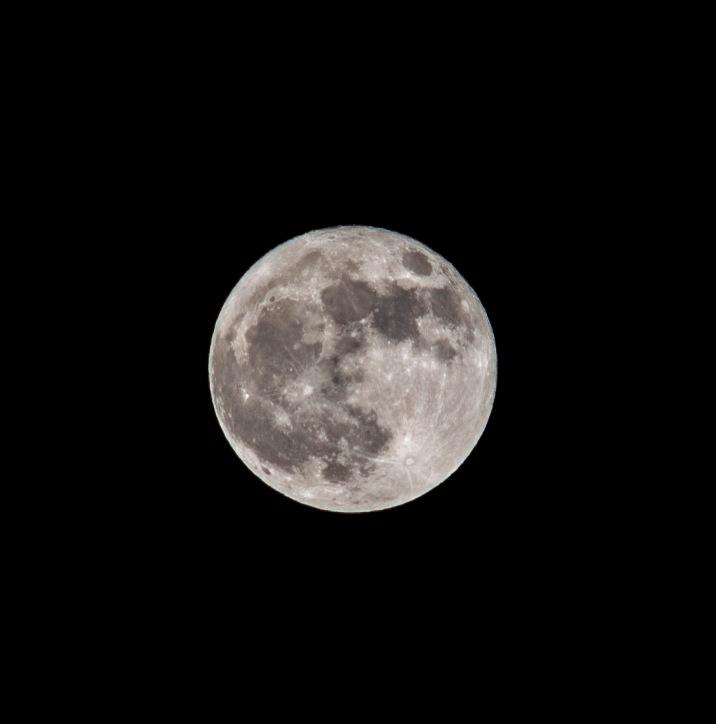 Blue Moon (Full) taken at 20:14 in New Bern Shutter Speed: 1/100 Aperture: f/8 ISO: 50 Focal Length: 300mm