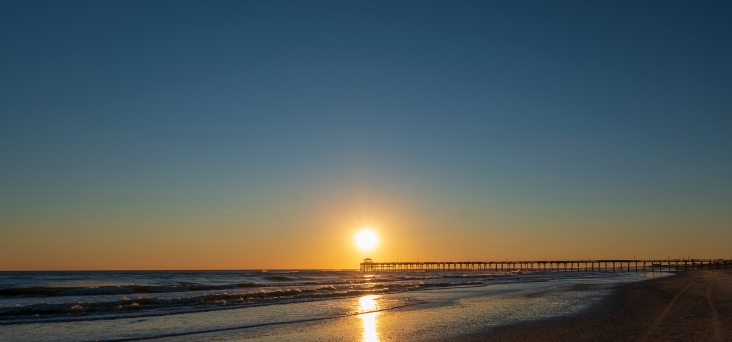 Sunset at Atlantic Beach at 17:04 on 20 January Shutter Speed: 1/250 Aperture: f/8 ISO: 062 Focal Length: 17mm