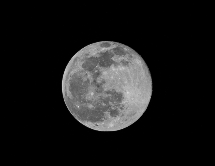 Taken at 22:06 on 28 January Shutter Speed: 1/250 Aperture: f/11 ISO: 250 Focal Length: 300mm